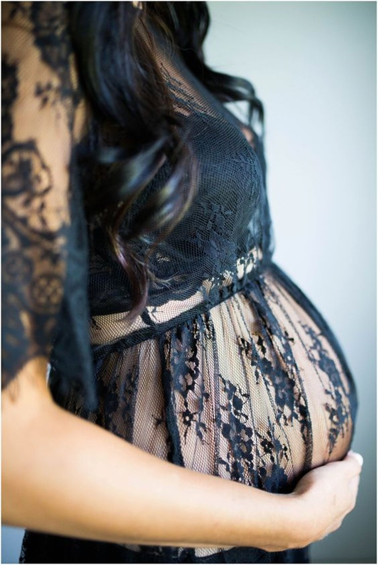 Robe femme enceinte transparente et avec des dentelles