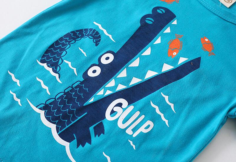 Imprimé crocodile sur le t-shirt