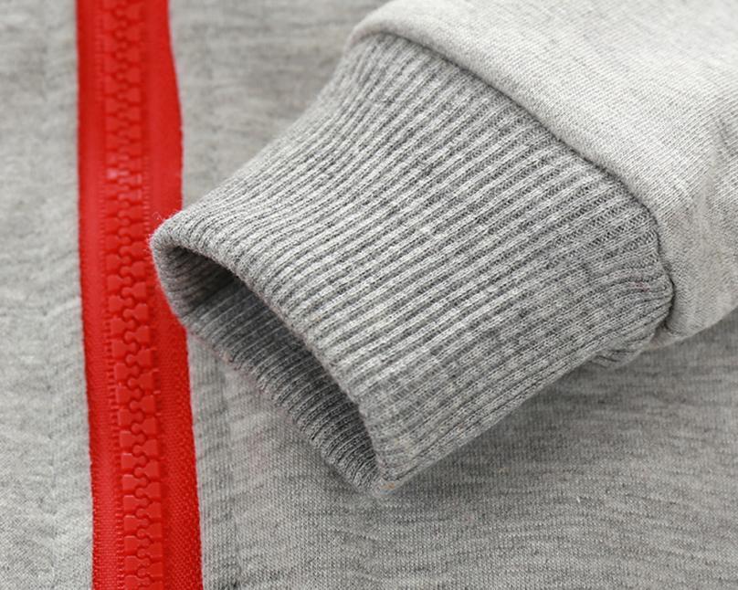 Manche de la veste zippée bébé garçon