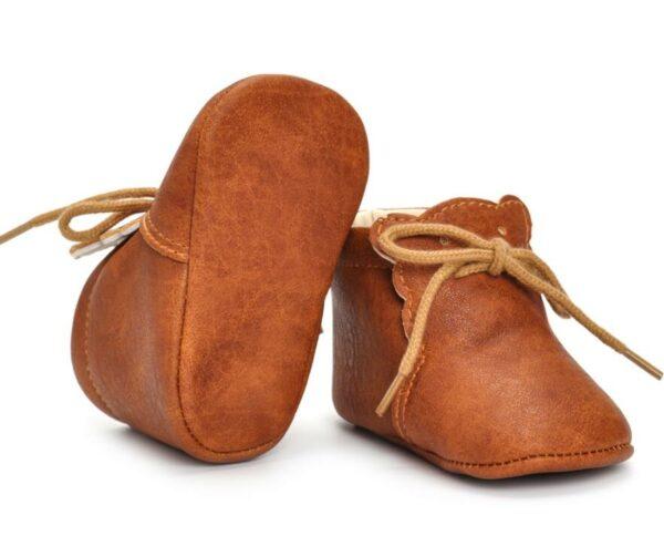 Paire de chaussures marrons en cuir pour bébé de 0 à 18 mois