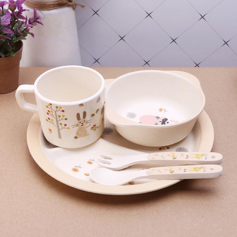 Assiette, bol, tasse et couverts en bambou pour bébé