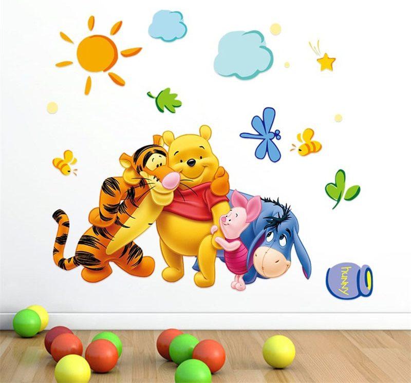 Joli sticker mural déco Winnie l'Ourson pour chambre enfant