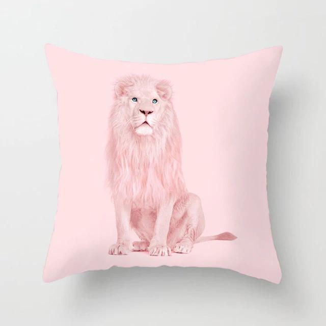 Housse de coussin lion rose