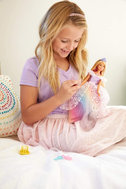 Poupée Barbie avec robe arc-en-ciel